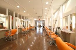 【社会保険完備】美容師として自信を持ってお客様に正面に向き合える技術、人間性を磨いて成長しませんか?