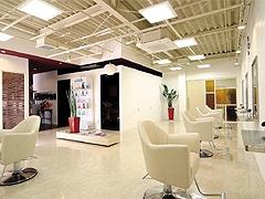 お客様の素髪を大切にして、再現性の高いスタイル提案を目指すサロンです。