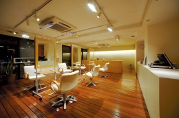 【覚王山駅 徒歩3分】名古屋市健康福祉局認可サロン。40~50代を中心とした「人と環境にやさしいクリニックヘアサロン」です。