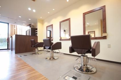美容師が働きやすい店の設定になっております。